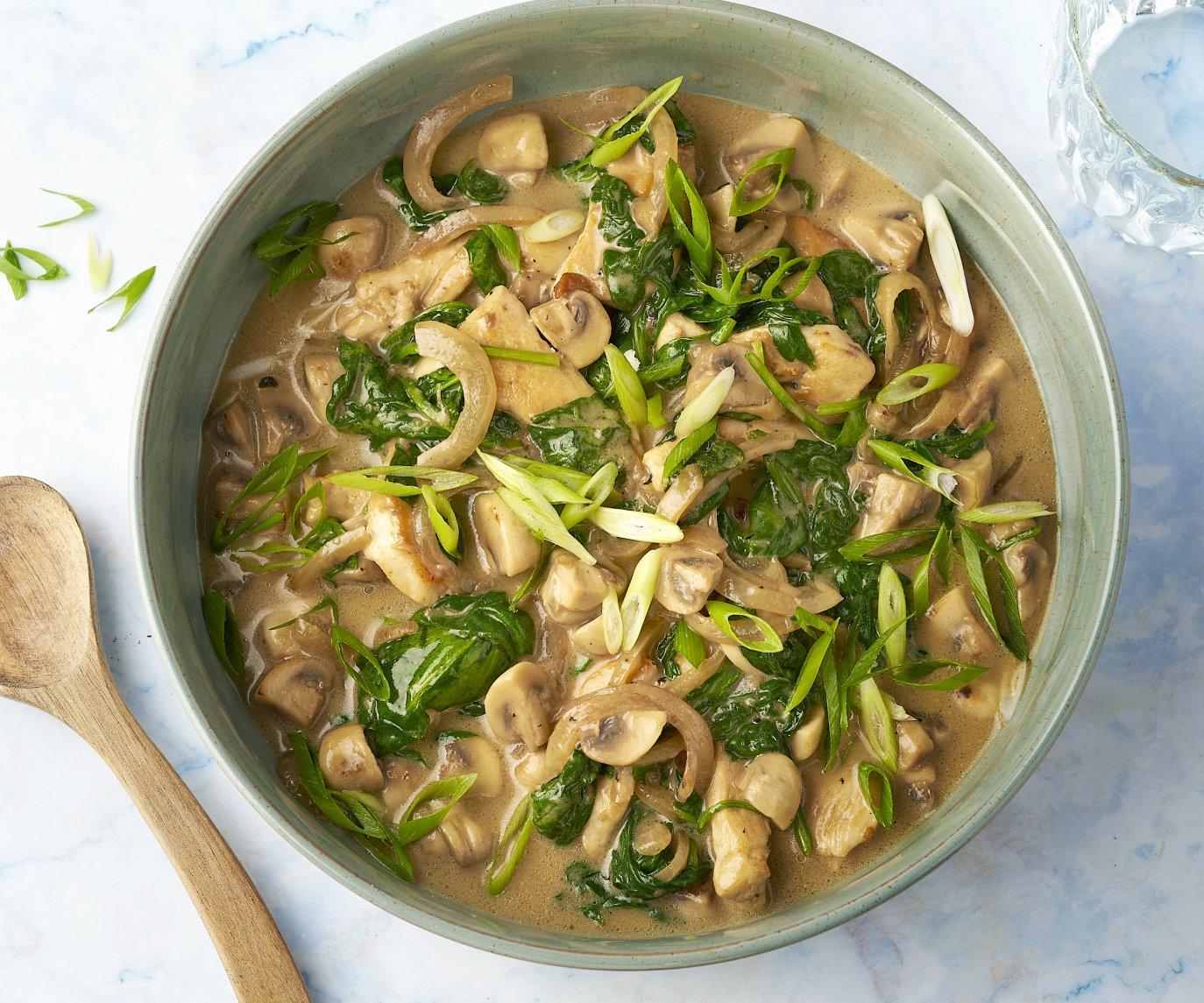 Kip met groene curry, spinazie en champignons