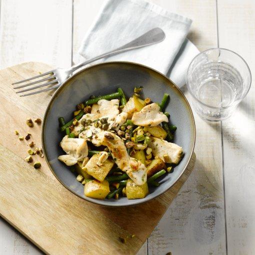 Kip met pistachenootjes en gebakken patatjes