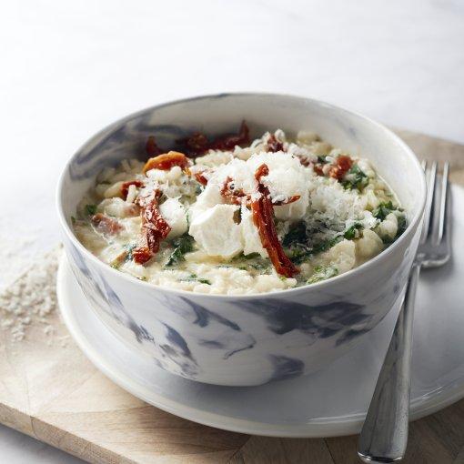 Risotto met spinazie, geitenkaas en zongedroogde tomaatjes
