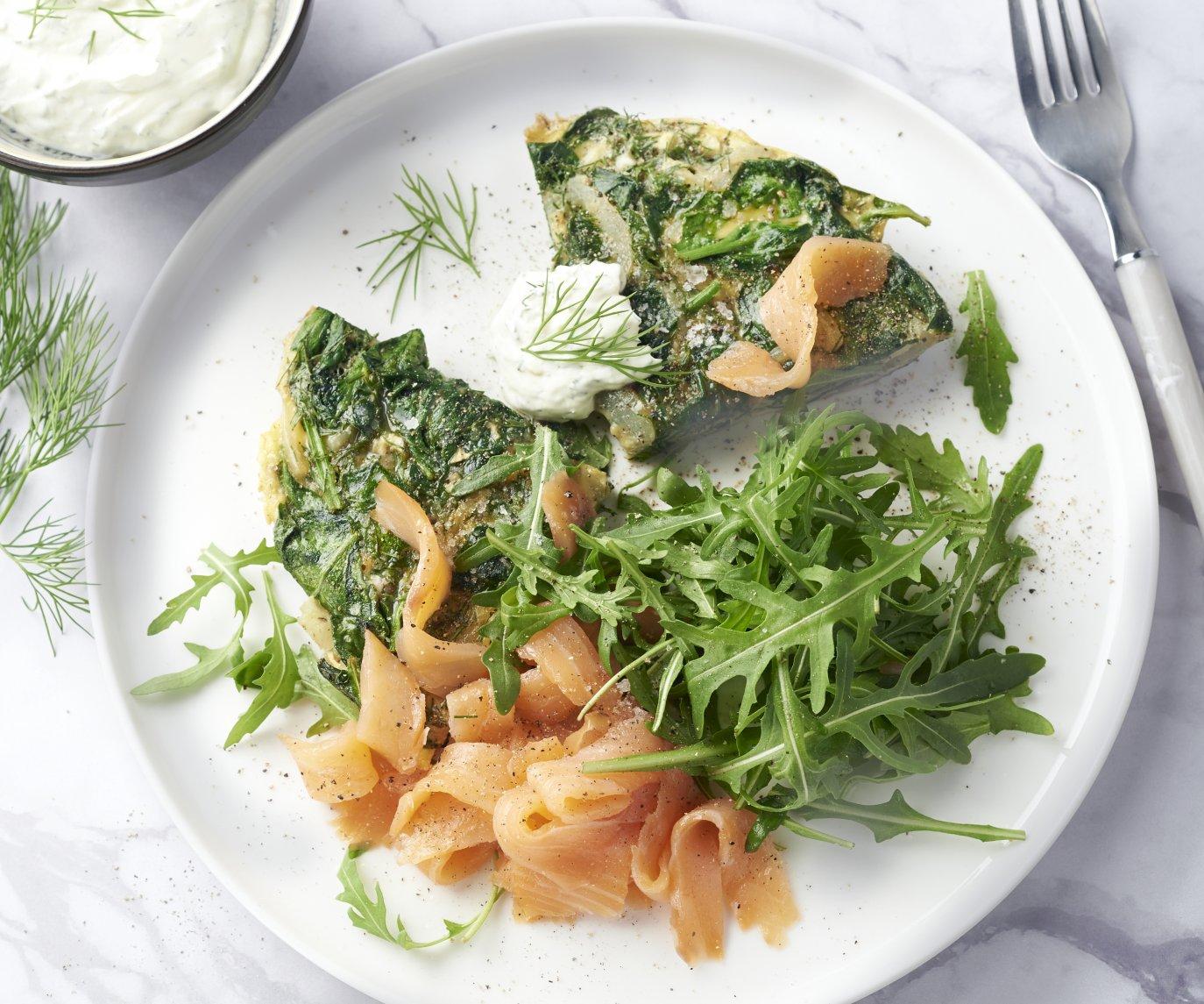 Frittata met gerookte zalm, dille en spinazie