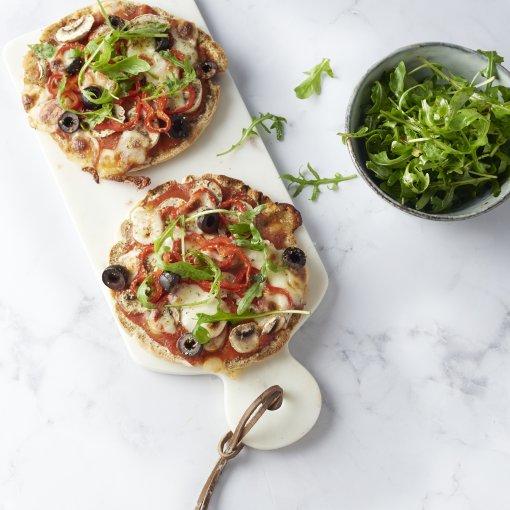 Pizzetta met champignons, paprika en olijven