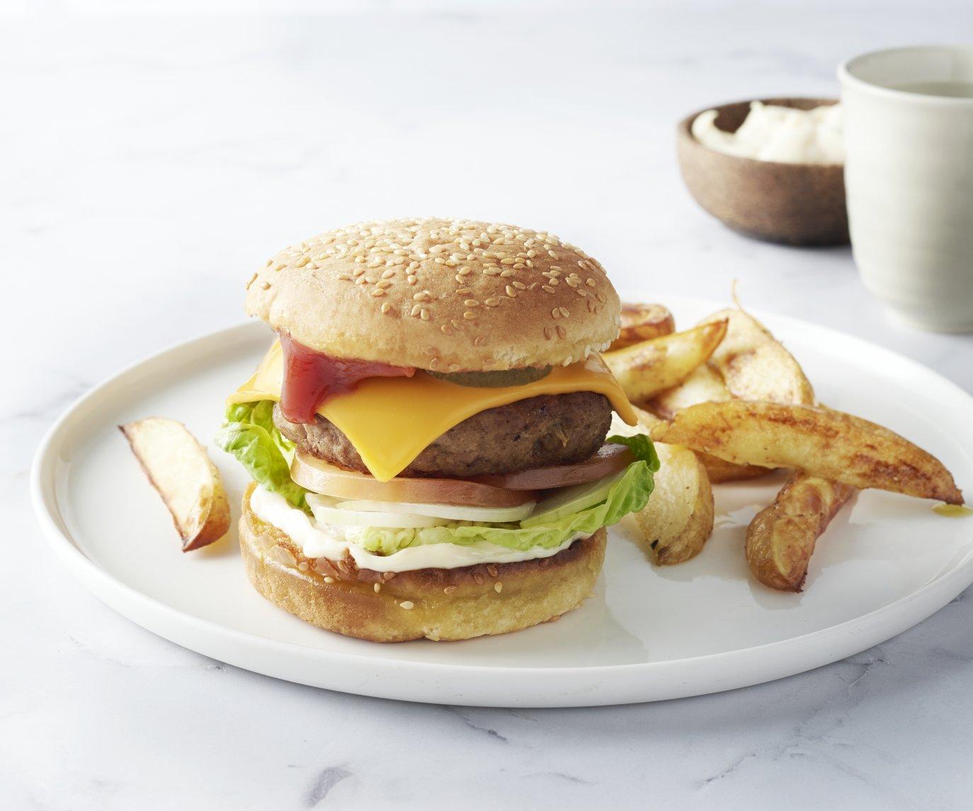 Cheeseburger met aardappelwedges