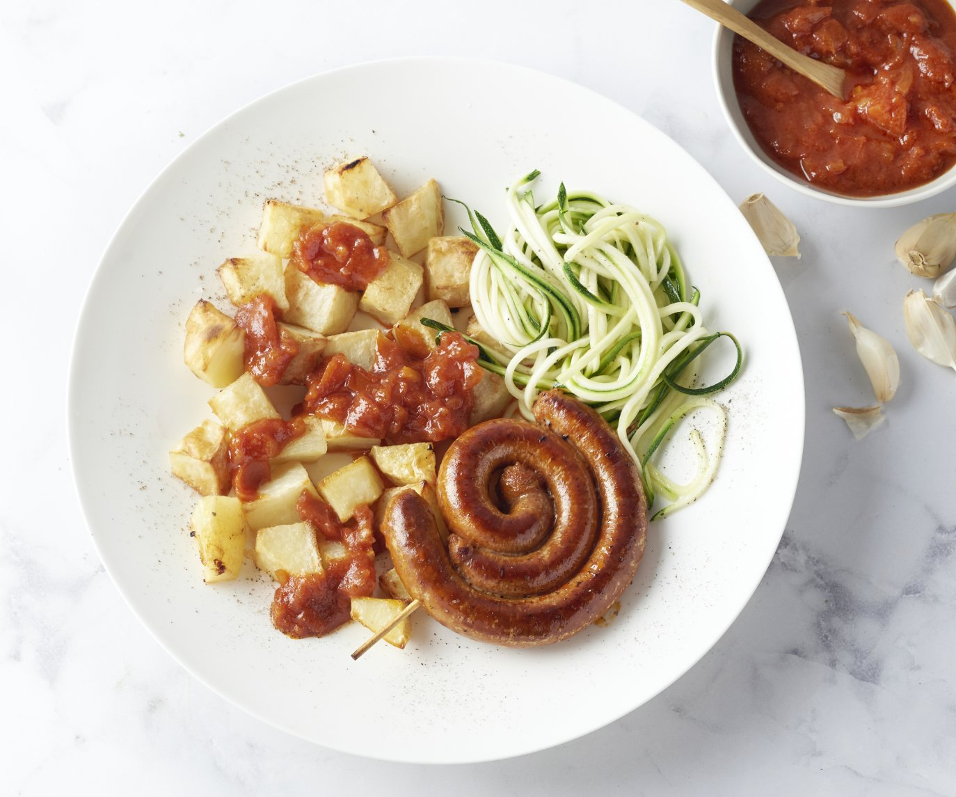 Patatas bravas met merguez en courgettespaghetti