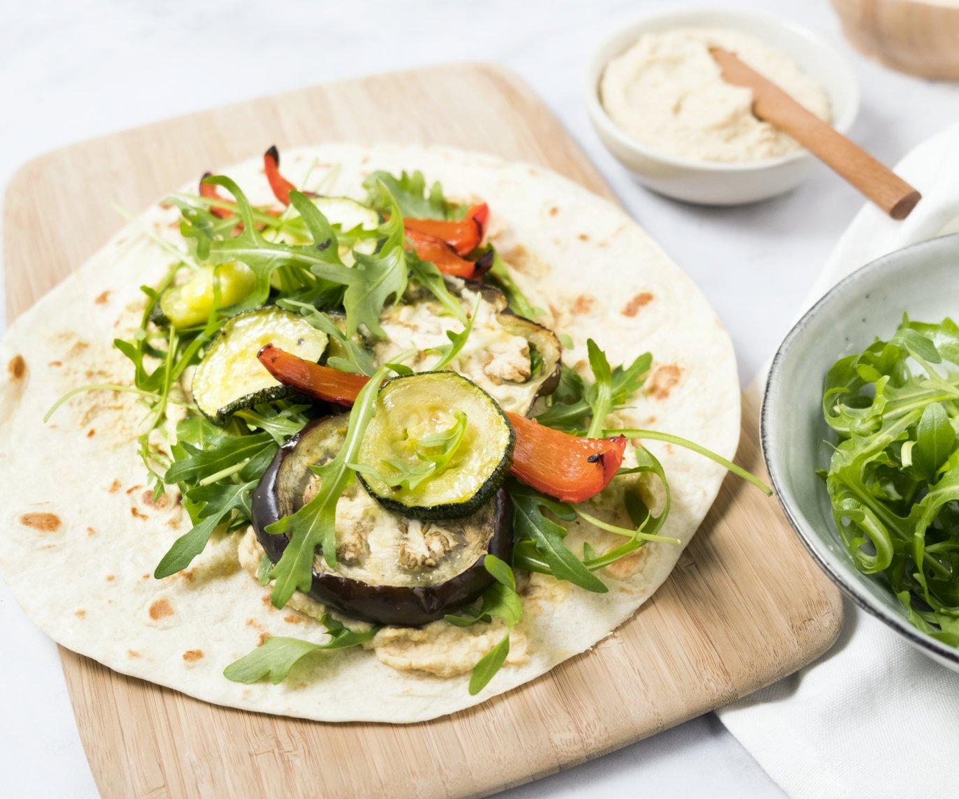 Wraps met hummus en geroosterde groenten