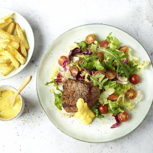 Steak bearnaise met sla en ovenfrietjes