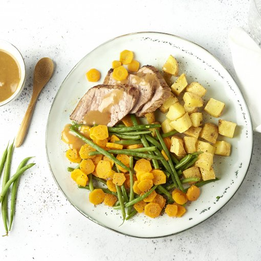 Rosbief met boontjes, worteltjes en geroosterde aardappelen