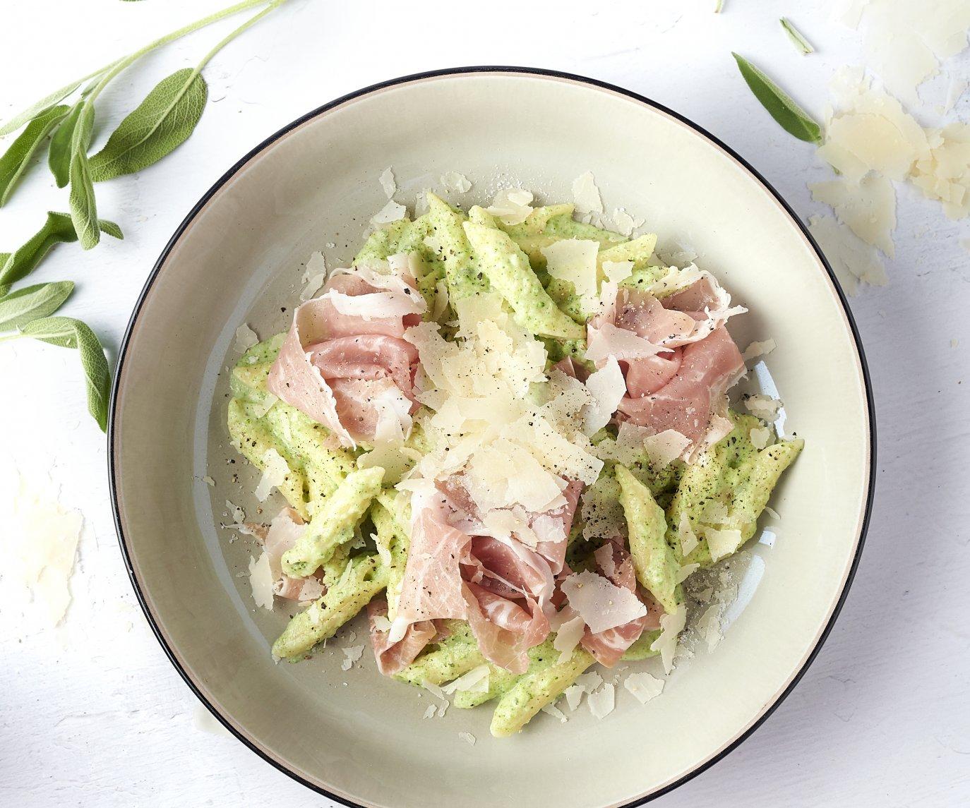 Penne met romige broccolisaus en Italiaanse ham