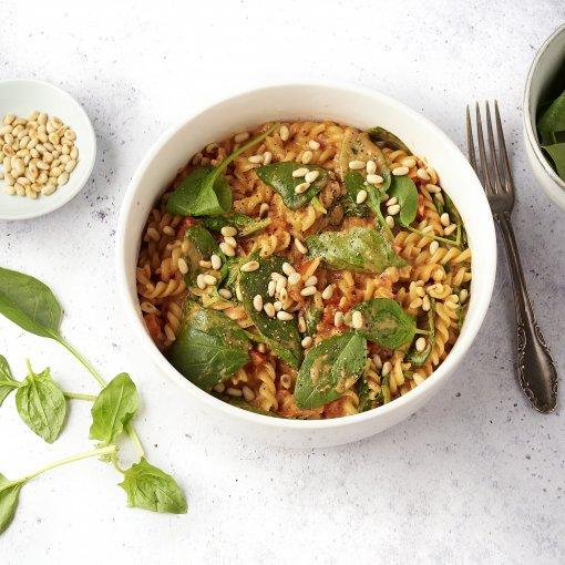 Eénpotspasta met paprika, spinazie en mascarpone