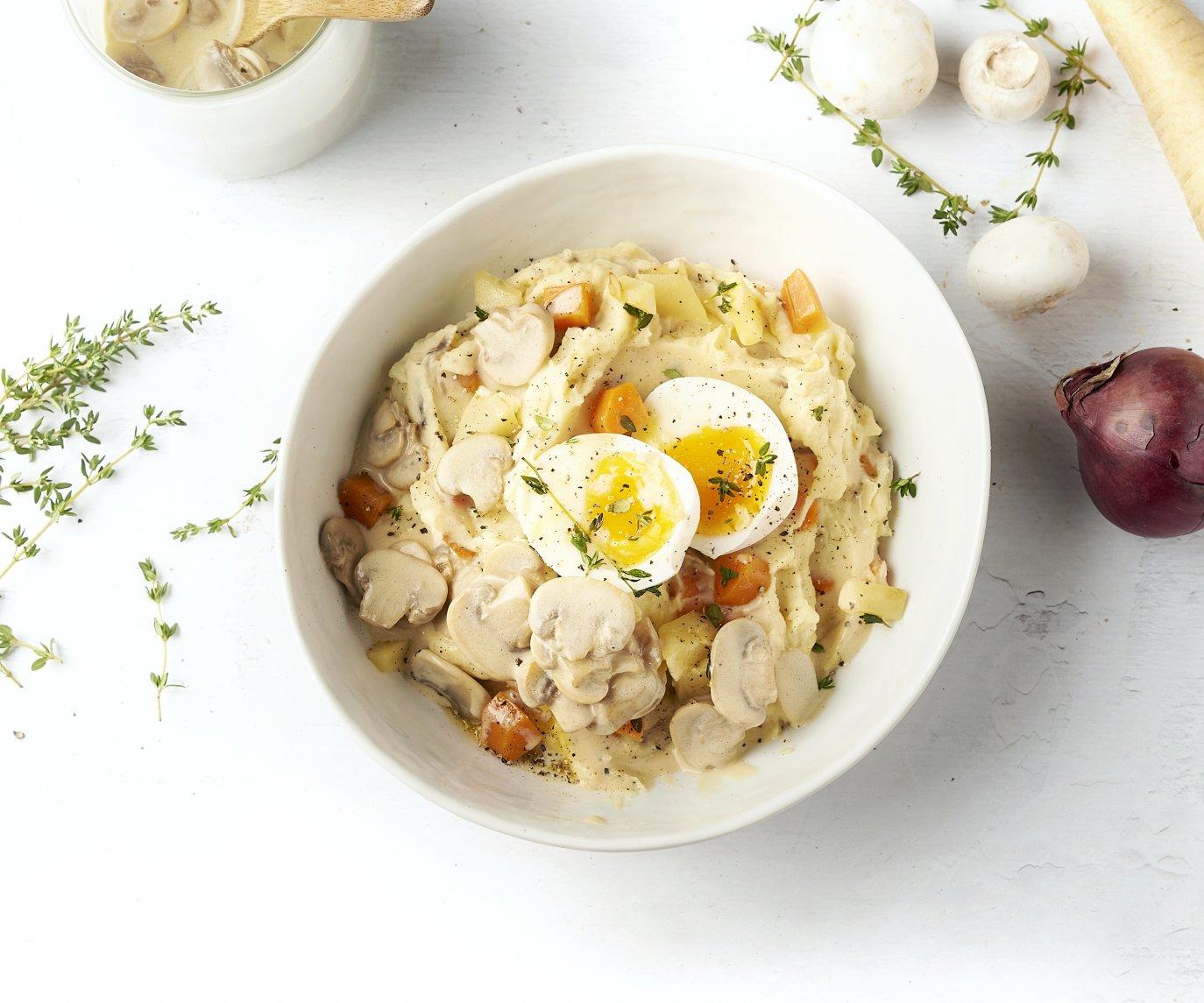Herfststoemp met champignonsaus en zacht gekookt eitje