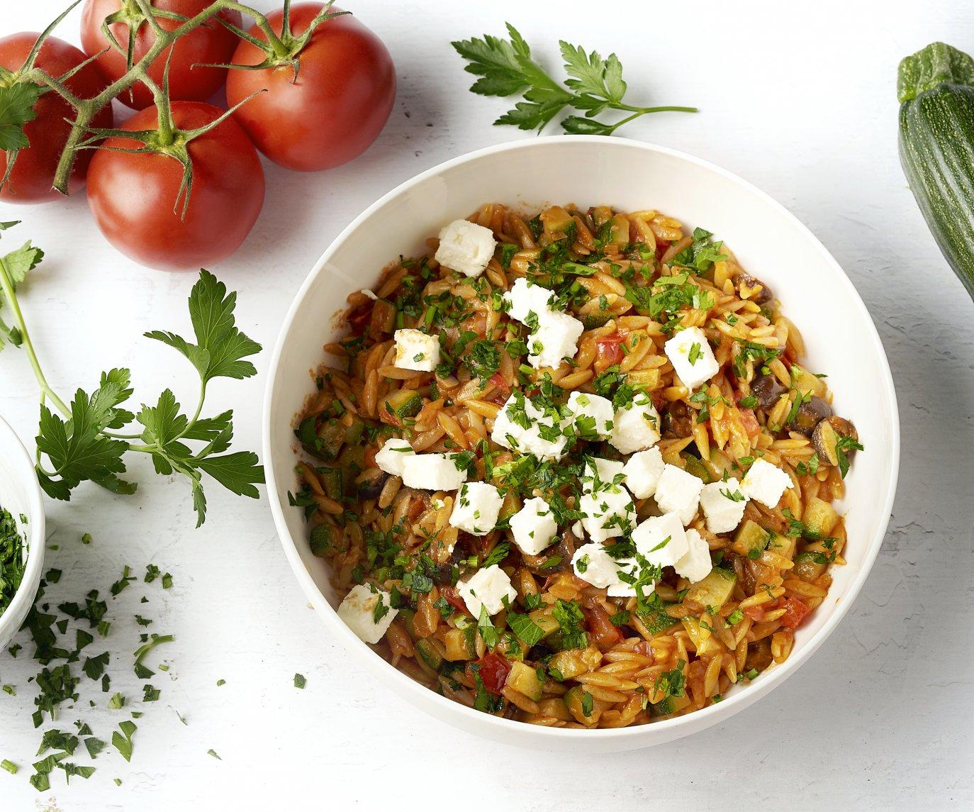 Griekse risotto van orzo met tomaat en feta