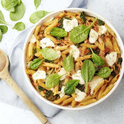 Laagjesschotel met pasta en gehakt