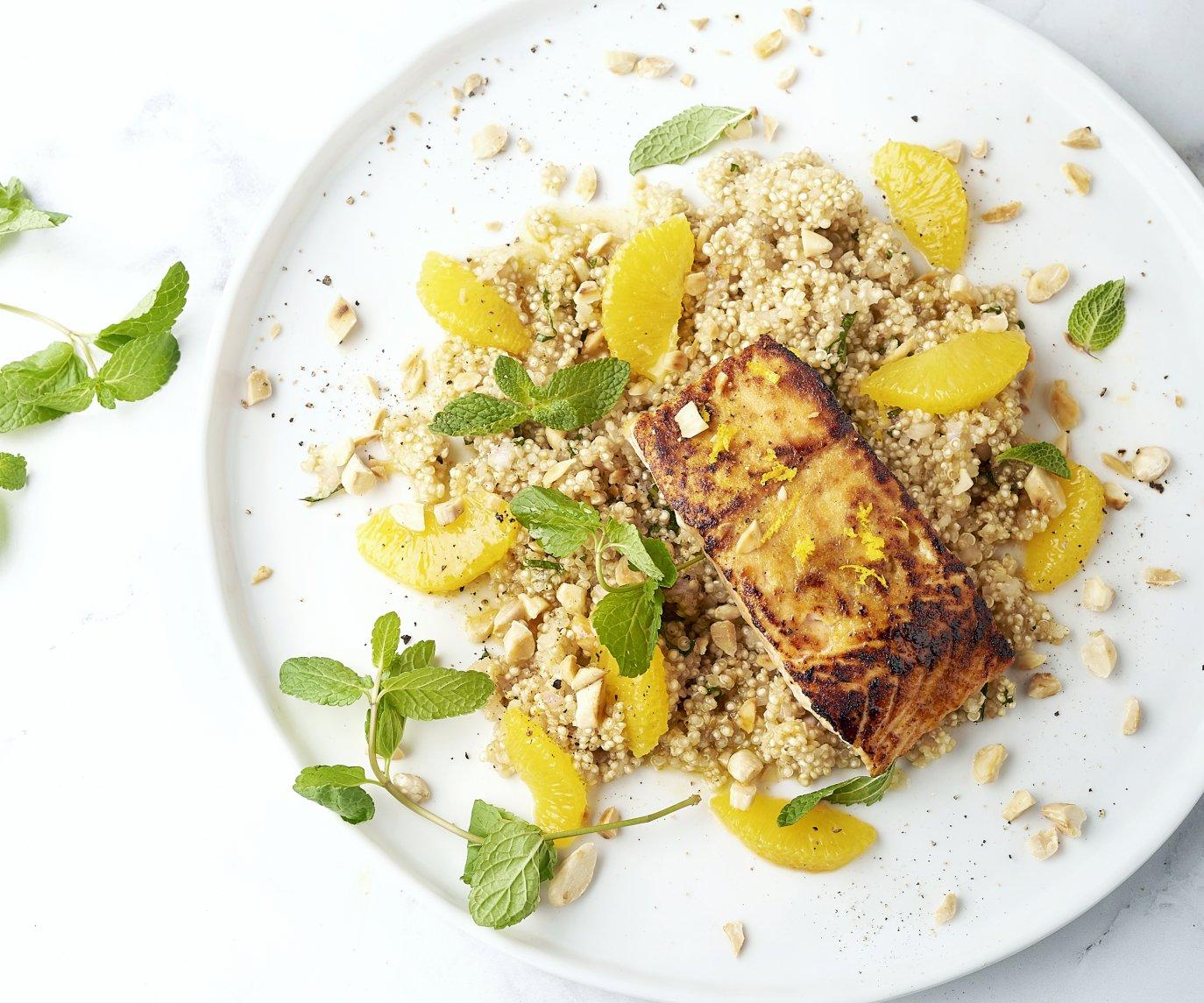 Midden-Oosterse zalm met quinoa, munt en sinaasappel