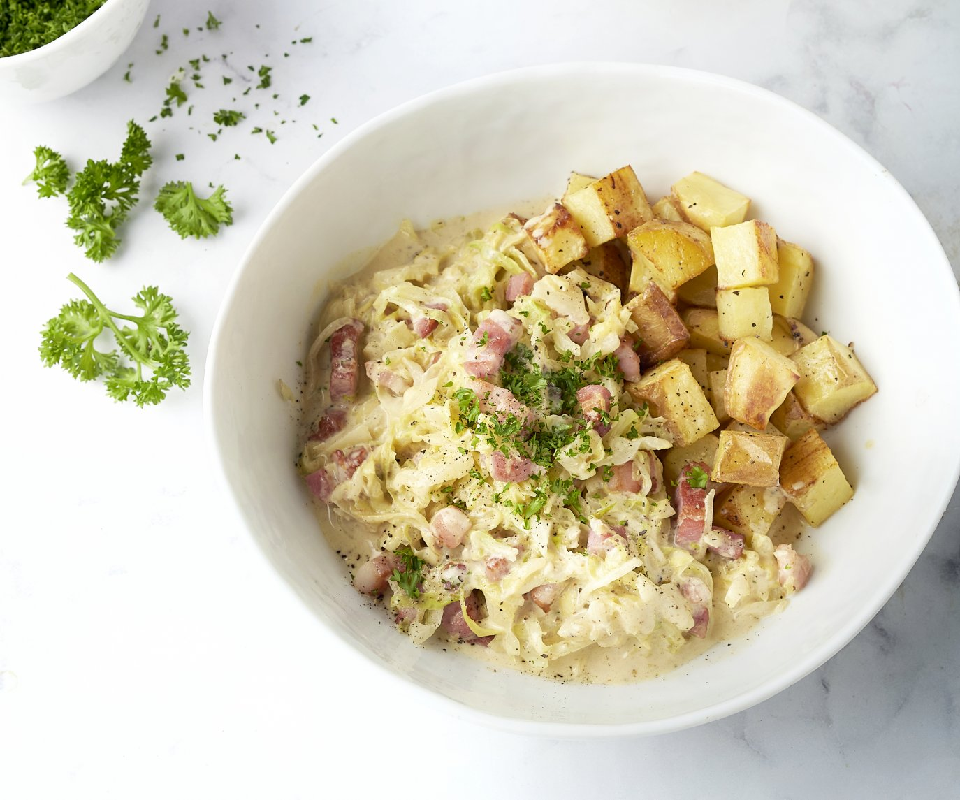 Spitskool met gebakken spekjes en geroosterde aardappel