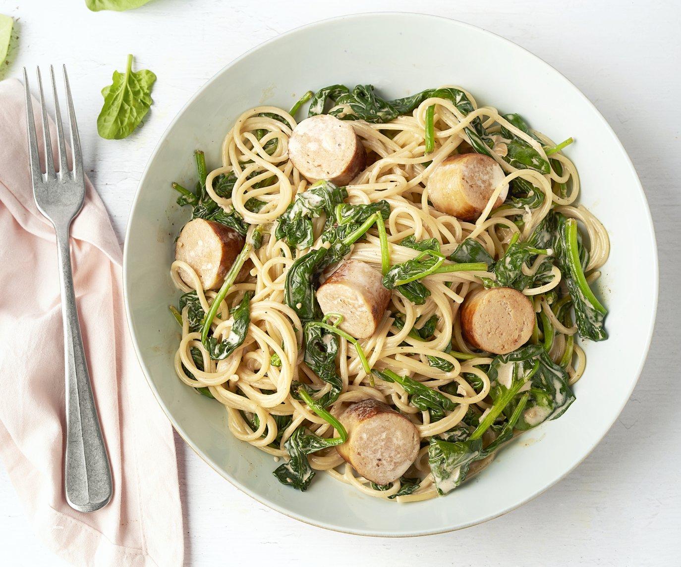 Spaghetti met spinazie-mascarponesaus en kalkoenworst