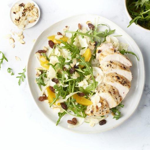 Venkel-sinaasappelsalade met gegrilde kip
