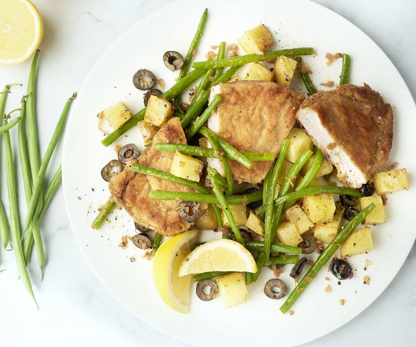 Schnitzel met citroenboontjes en geroosterde aardappelen