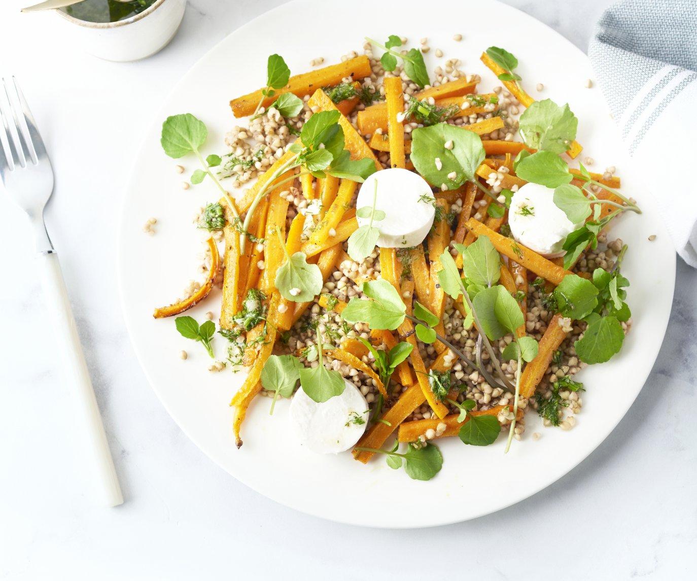 Herfstsalade met boekweit, geroosterde wortel en geitenkaas