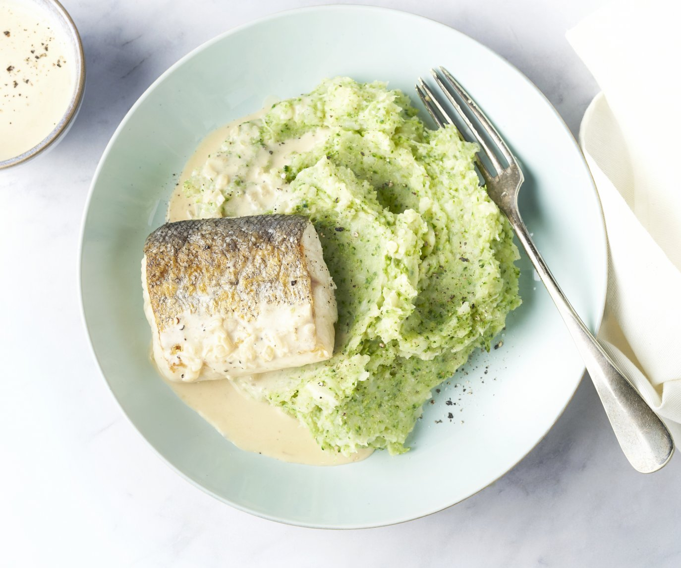 Heek met broccolipuree en wittewijnsaus