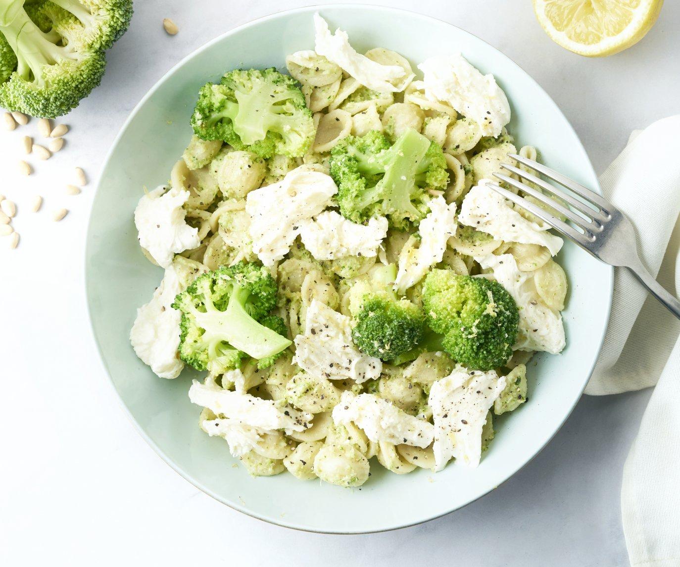 Orecchiette met broccoli-basilicumsaus en mozzarella