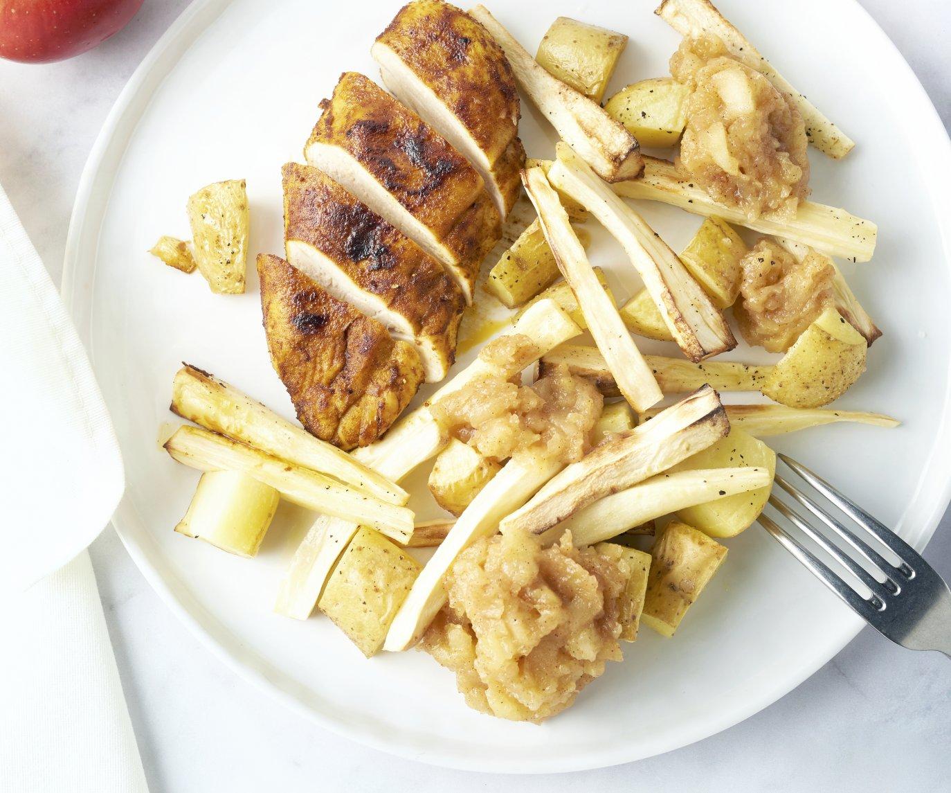 Kip uit de oven met pastinaak, aardappelen en appelmoes