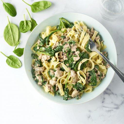 Tagliatelle met gehakt en spinazie-roomsaus