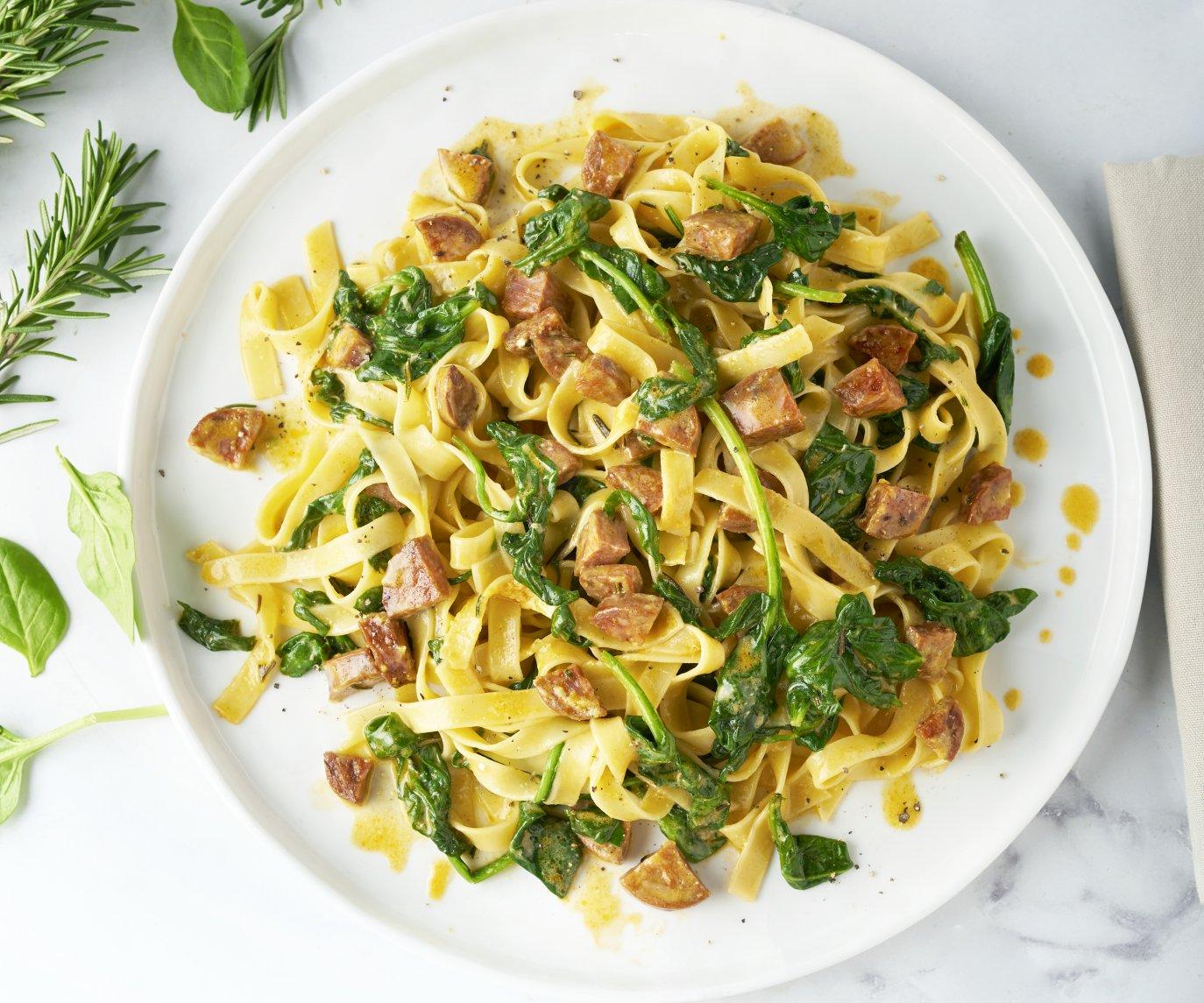 Tagliatelle carbonara met chorizo en spinazie