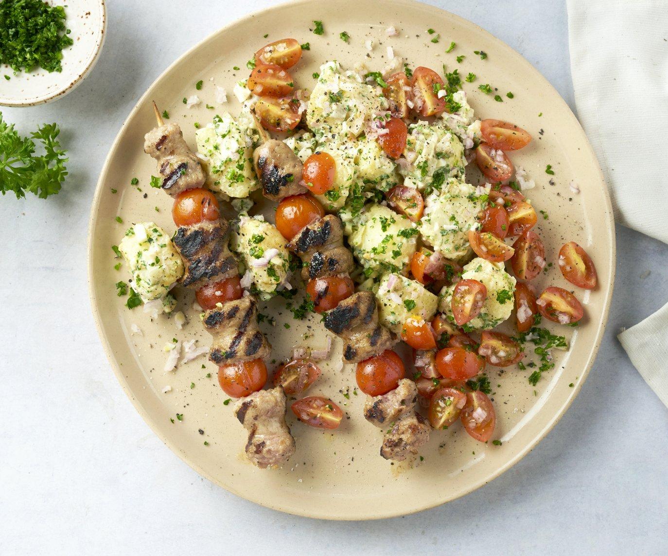 Worstjes-saté met aardappelsalade
