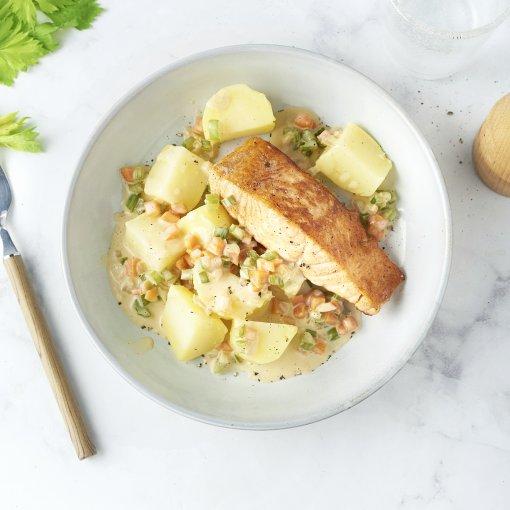 Gebakken zalm met fijne groentensaus en aardappelen