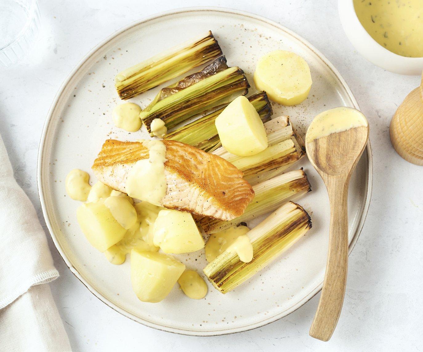 Zalm bearnaise met geroosterde prei en aardappelen