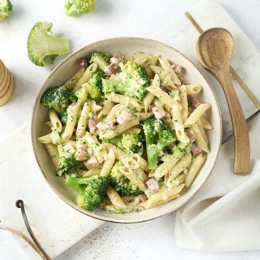 Romige penne met broccoli en spekjes