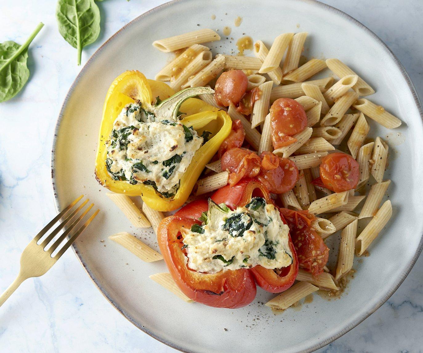 Gevulde paprika's met spinazie, ricotta en volkoren penne