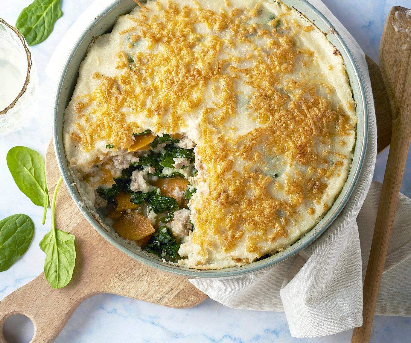 Zoete aardappellasagne met gehakt, spinazie en bloemkoolsaus